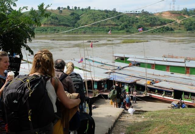 フアイサーイからメコン川を下ってルアンパバーンまで行く方法