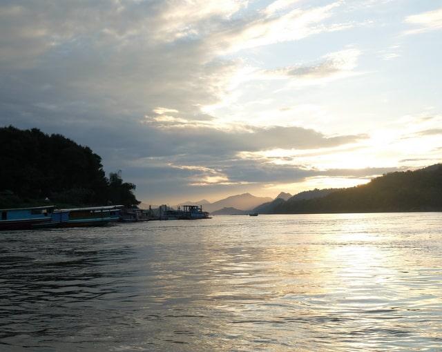 タイからラオスのルアンパバーンまでボートで行く方法