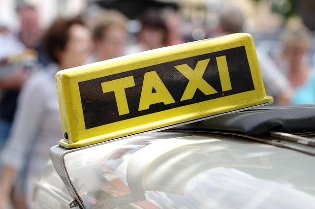 タクシーでポパイビレッジに行く方法