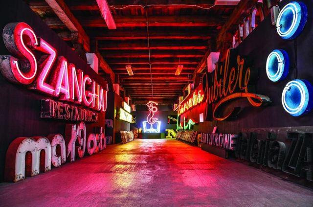 ポーランド Neon Muzeum