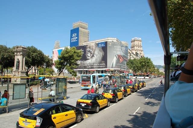 バルセロナ空港から市内中心部に行く方法・タクシー