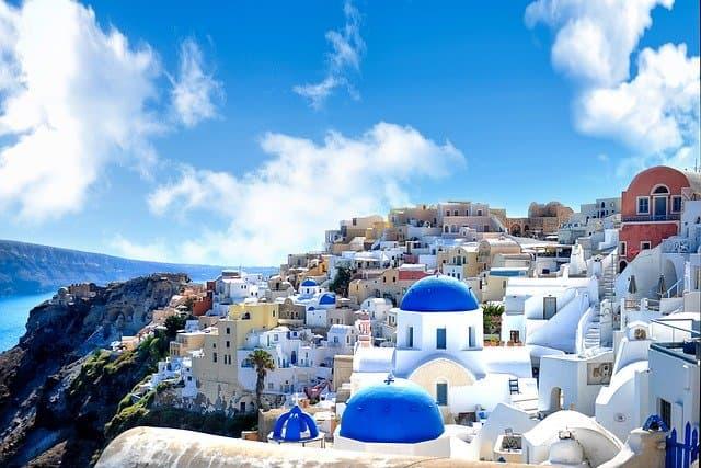 ギリシャ移住に人気の都市・サントリーニ島